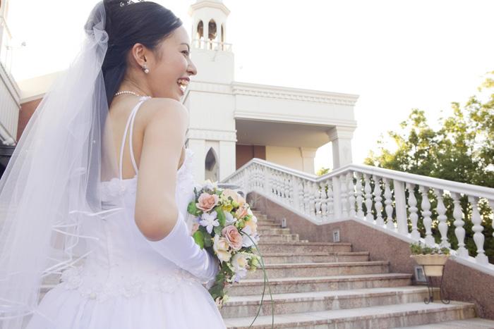 結婚式の女性