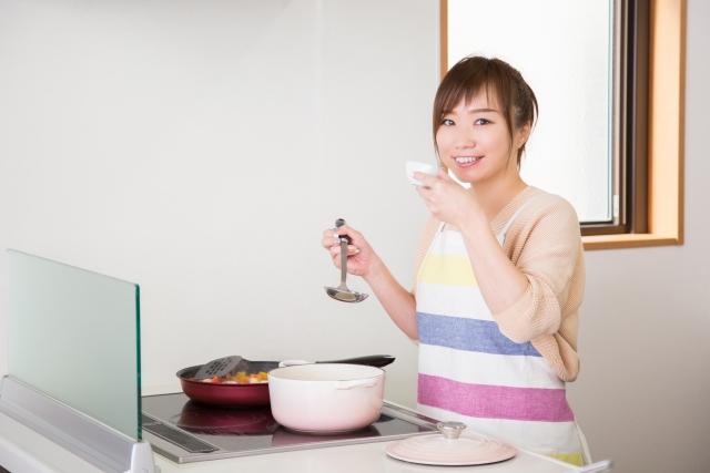 婚活で趣味は料理と答える女性